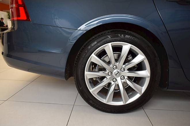 Volvo S90 2.0 D4 Momentum Pro 4dr Geartronic Image